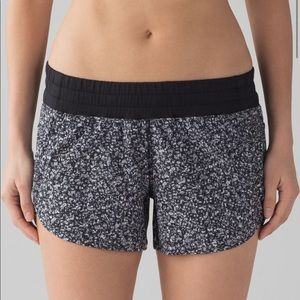 "Lululemon Tracker Shorts IV 4"" Black White"
